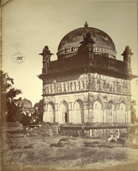 Muslim tomb in front of the one used as a mess house, Khuldabad (Rauza).